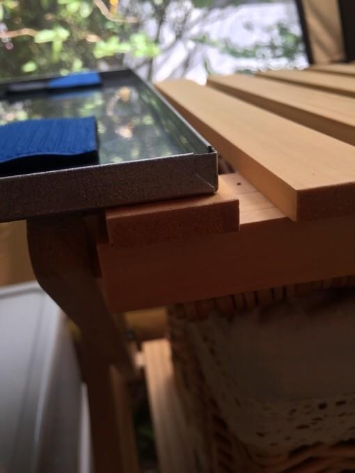 ステンレス天板とコーナンラックの溝がぴったり