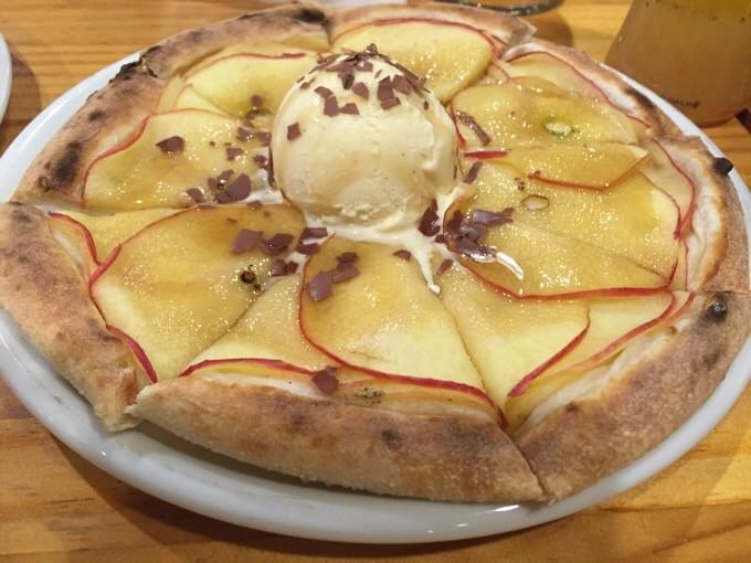 りんごのデザートピザ