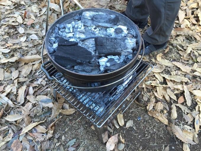 ダッチオーブンで上火調理