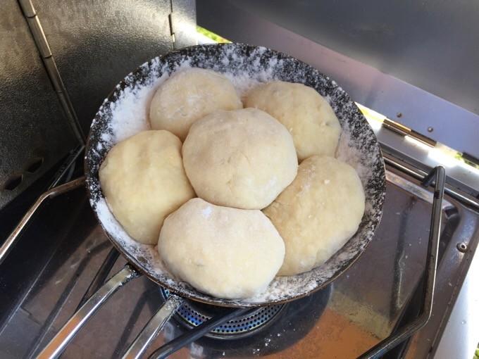ちびパンとバーナーでパンを焼く準備