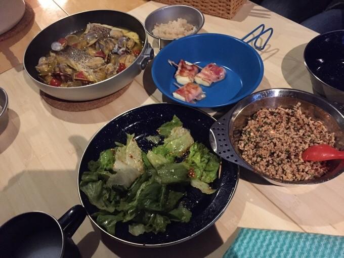 アクアパッツァに韓国風サラダ