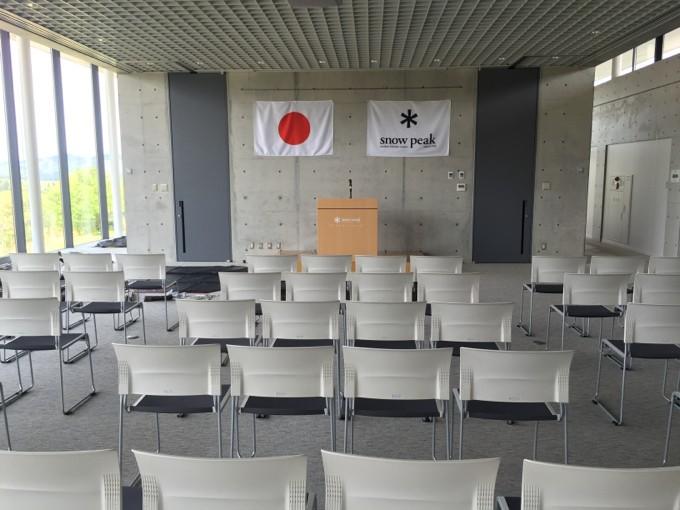 スノーピーク本社の会議スペース