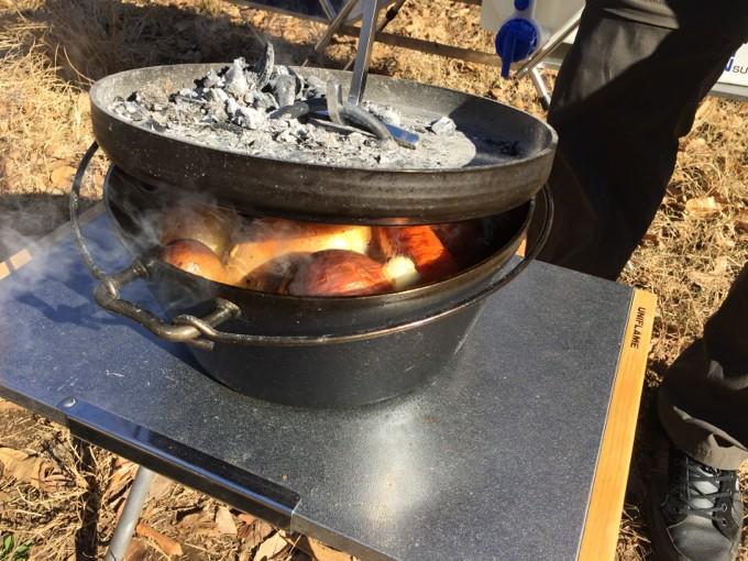 焚き火テーブルにダッチオーブンを直置き