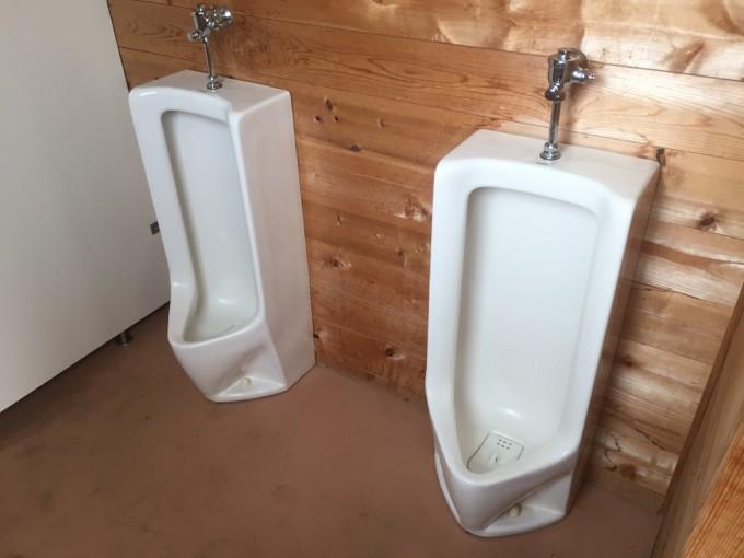 いなかの風の男性用トイレ