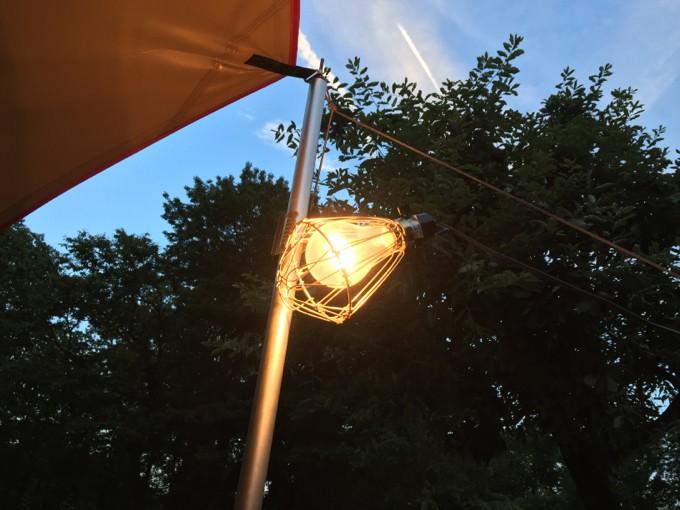 C&Cで大きな電球を照らす