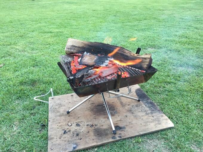 グリンヴィラで焚き火するときは板が必要