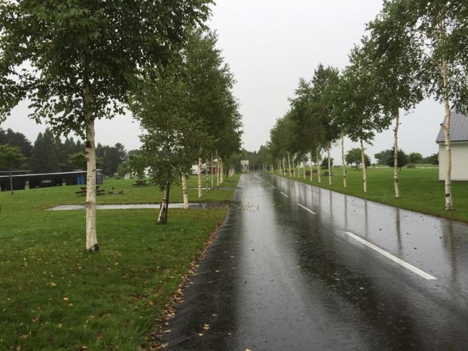 雨が降るオートリゾート八雲