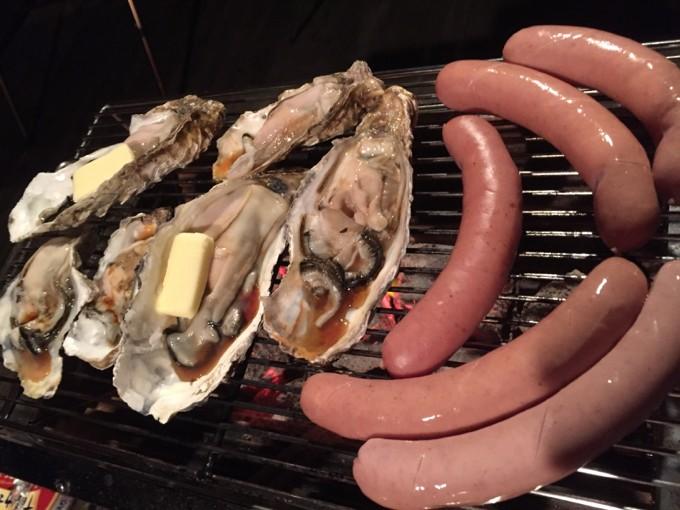ユニセラでソーセージや牡蠣を焼く