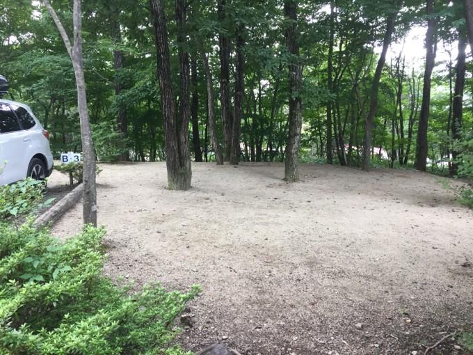 メープル那須高原は林間サイトに砂利敷き