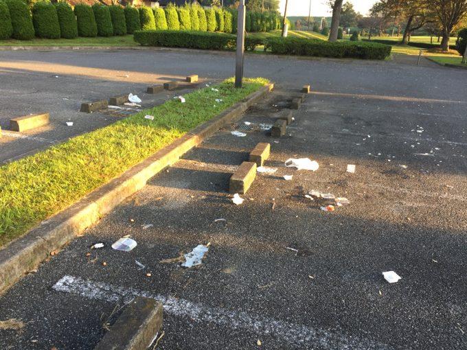 朝起きたらNSP駐車場がゴミだらけ