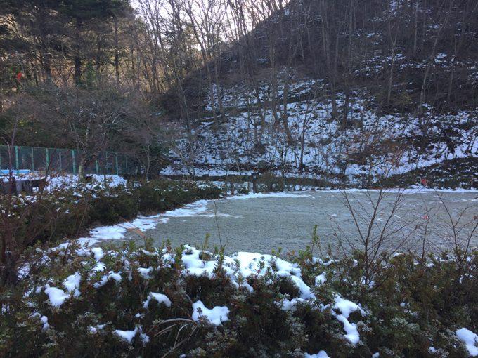 11月後半の塩原グリーンビレッジは凍っている