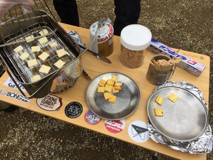 スノーピークの燻製器でチーズの燻製作り