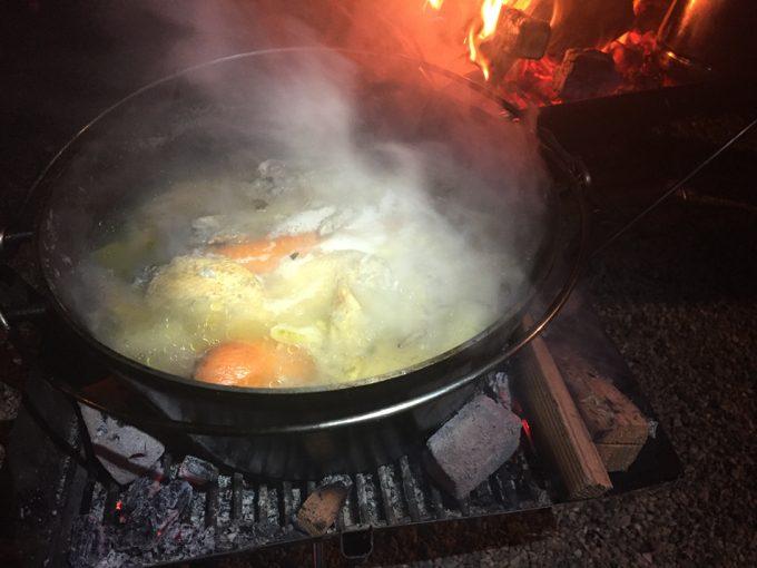 ダッチオーブンでサムゲタン風