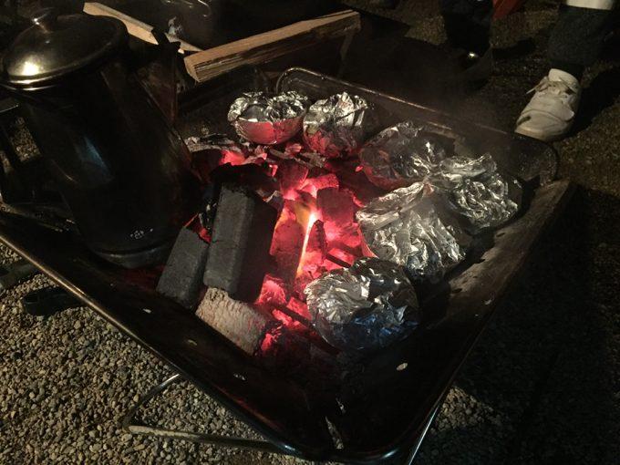 焚き火台で焼きリンゴ作り