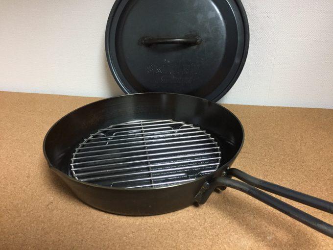 スキレット10インチにダッチオーブンの底網を流用