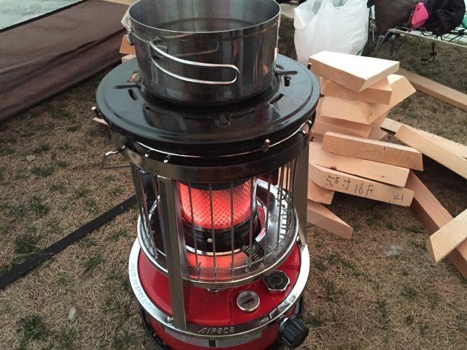 アルパカで薪を乾燥させつつお湯を沸かす