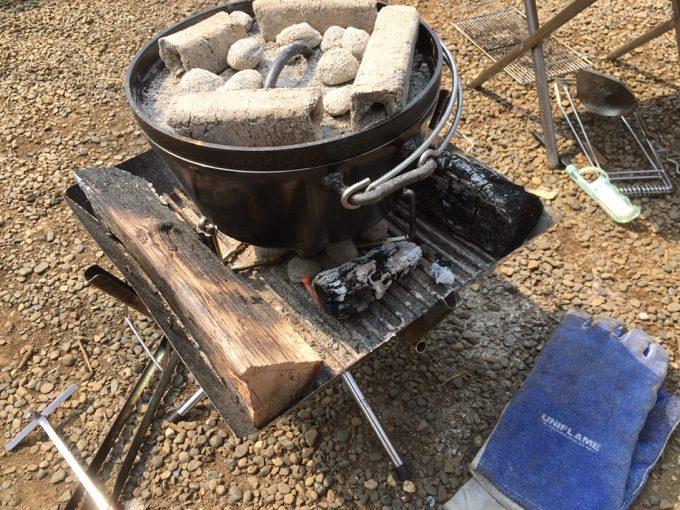 ファイアグリルでダッチオーブン料理