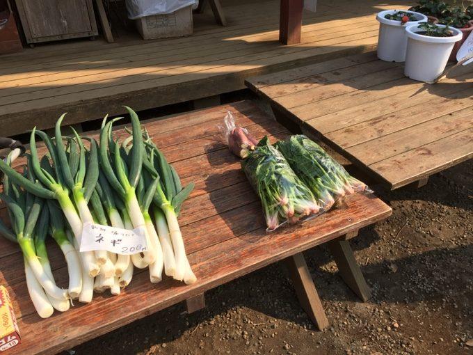 有野実苑のセンターハウス前で販売されている野菜
