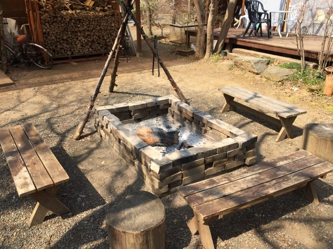 有野実苑の焚火スペース