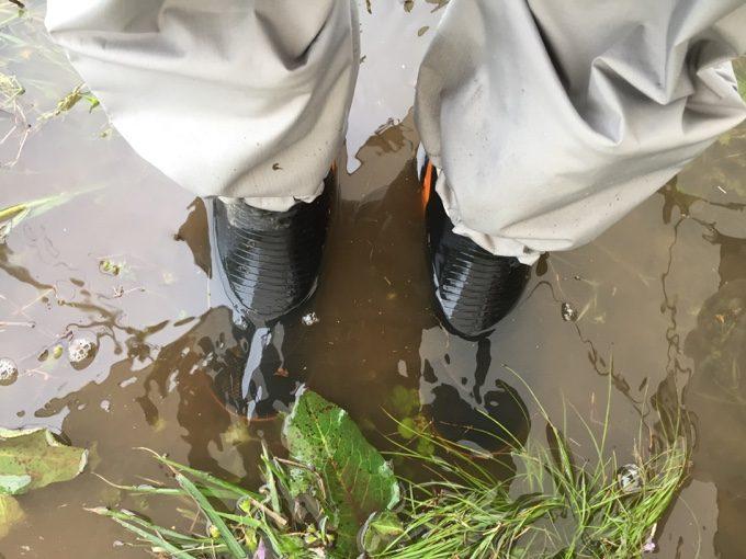 水捌けの悪いふもとっぱらは長靴が水没するほどの水たまり