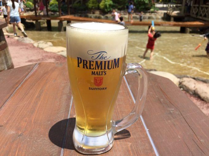 じゃぶじゃぶ池のPIZZA HOUSEで生ビール