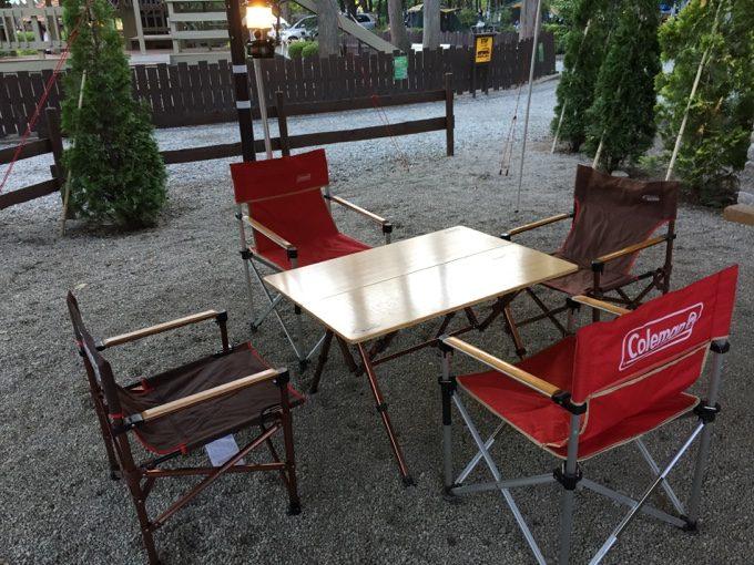コールマンのテーブルとチェア一式