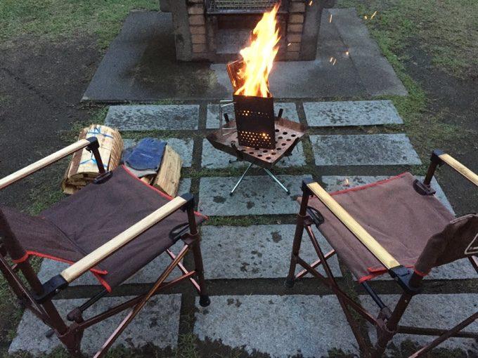 大子グリンヴィラのキャビン前で焚き火