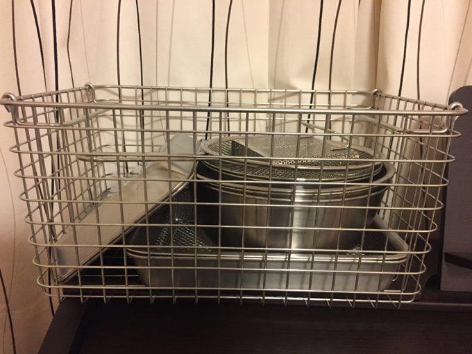 ワイヤーバスケットに調理器具をピッタリ収納