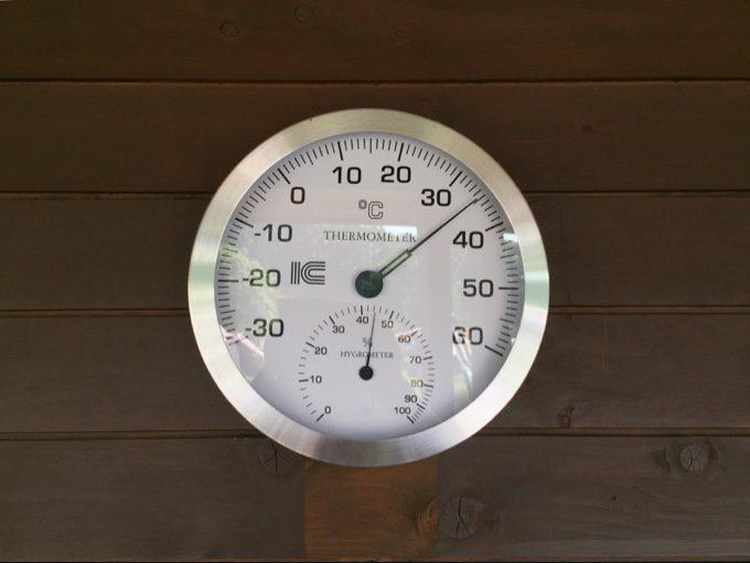 センターハウスの温度計は35℃