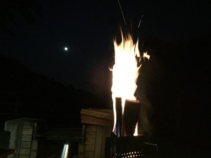 チャコスタで焚き火準備しながら満月を眺める