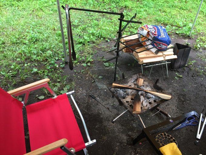 焚き火近くで使うときは火の粉に気を付けたいコンパクトフォールディングチェア