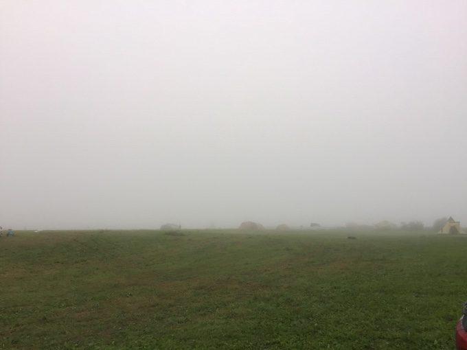 霧に包まれた無印良品カンパーニャ嬬恋キャンプ場