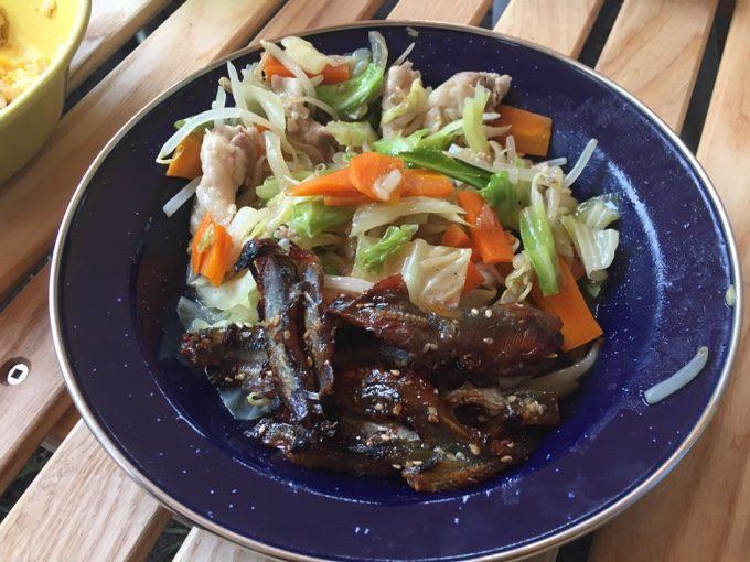 肉野菜炒めやご飯などでサッと朝ご飯