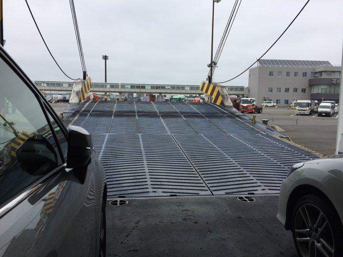 苫小牧港フェリーターミナルで下船するとき運良く先頭になる