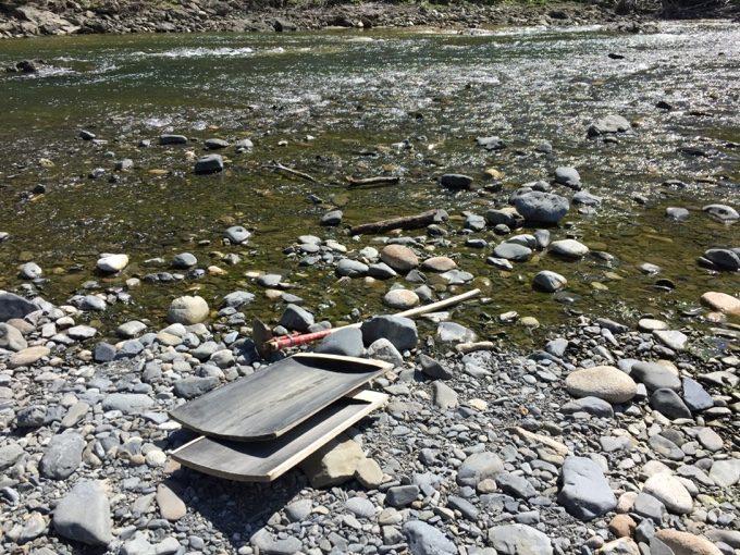 何も採掘できなさそうな河川敷で砂金掘り開始