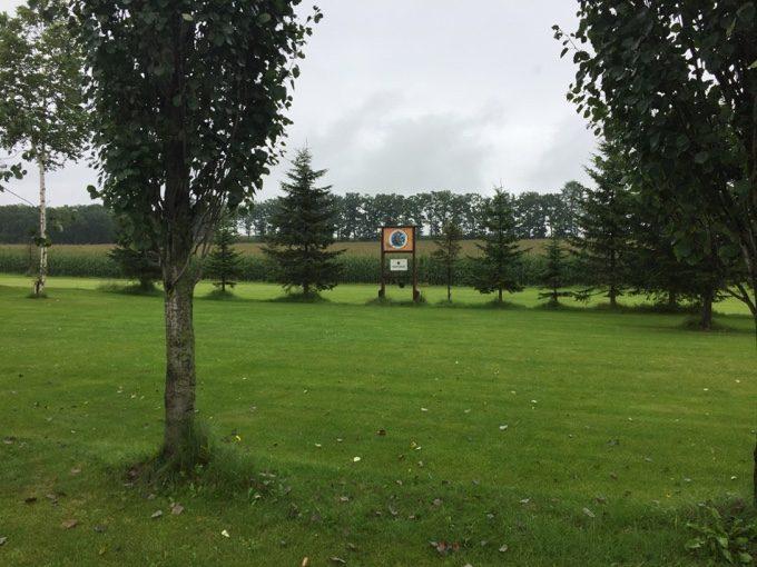 カントリーファーマーズ藤田牧場の濡れた芝生