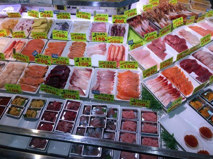 釧路駅近くの和商市場で勝手丼を食す