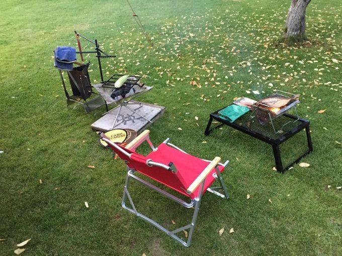 虹別オートキャンプ場のフリーサイトで夕飯準備