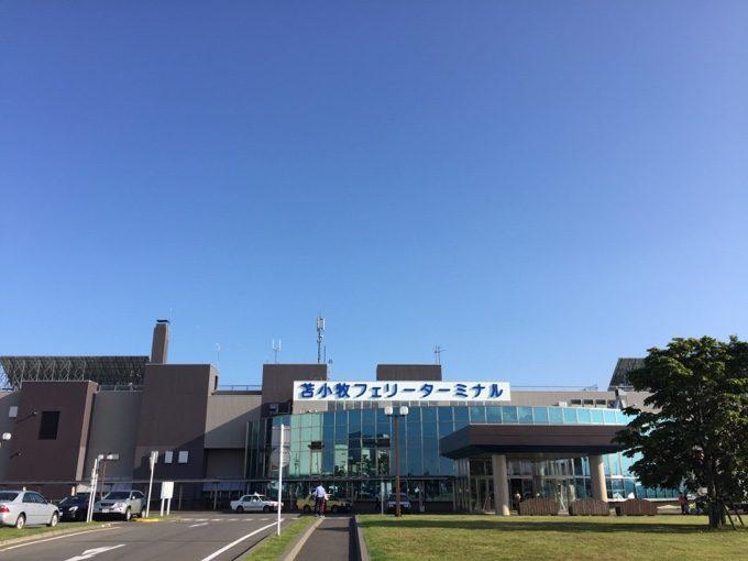 苫小牧港フェリーターミナルに到着