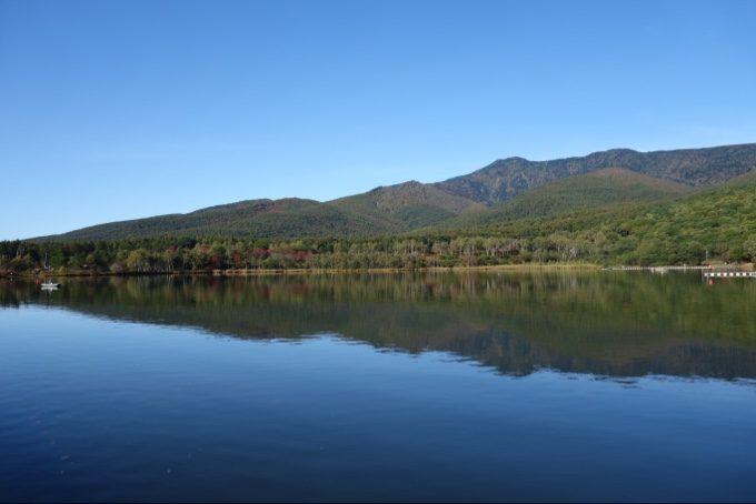 美しいバラギ湖の景色