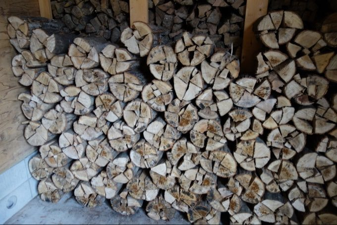 高根沢建築の薪倉庫