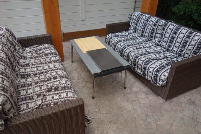 ツインキャビン語らいのソファとテーブル