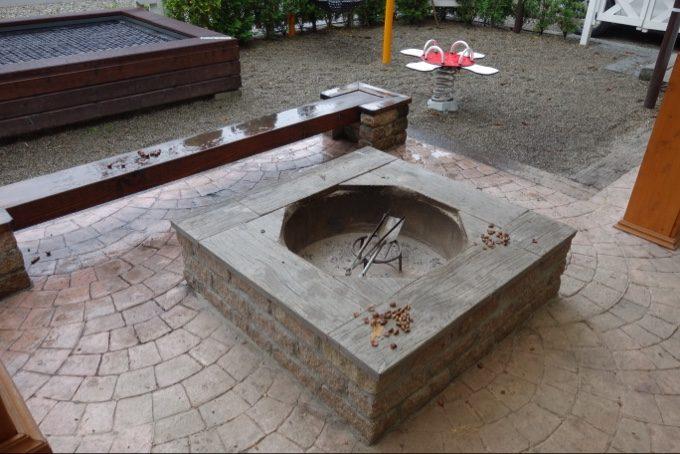 ツインキャビン語らいの焚火リングとベンチ
