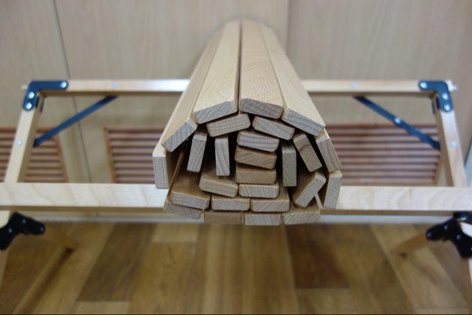 天板がコンパクトになるロールトップテーブル