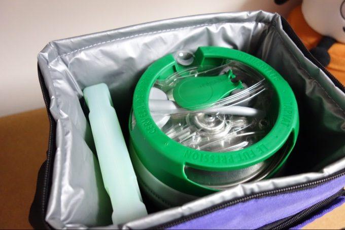 ソフトクーラーバッグの内側はアルミ蒸着で保冷力あり