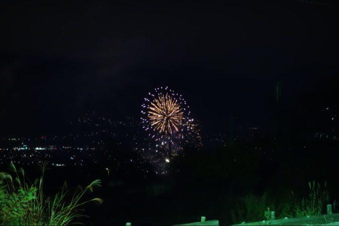 笛吹川フルーツ公園から上がった花火