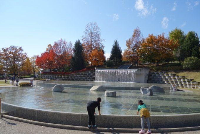 笛吹川フルーツ公園で水遊び