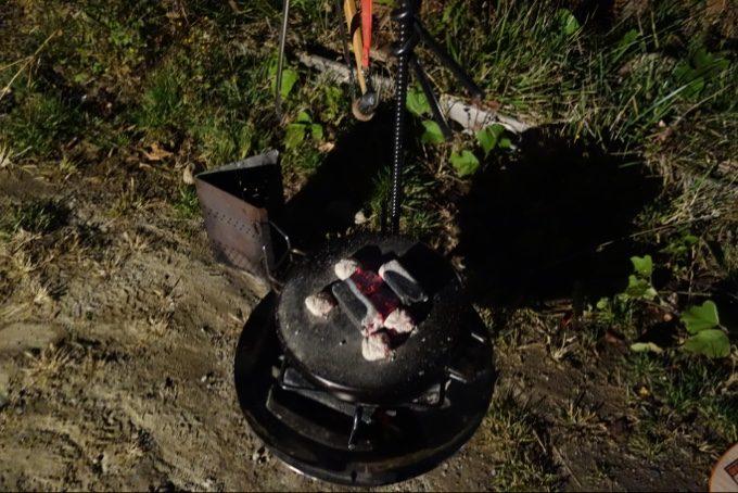ファイアーディスクとダッチオーブンハーフで塩釜焼き