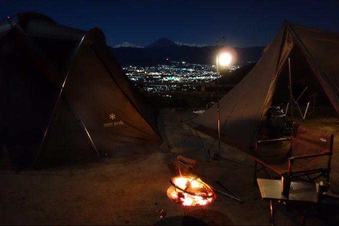 ほったらかしキャンプ場で焚き火を楽しむ