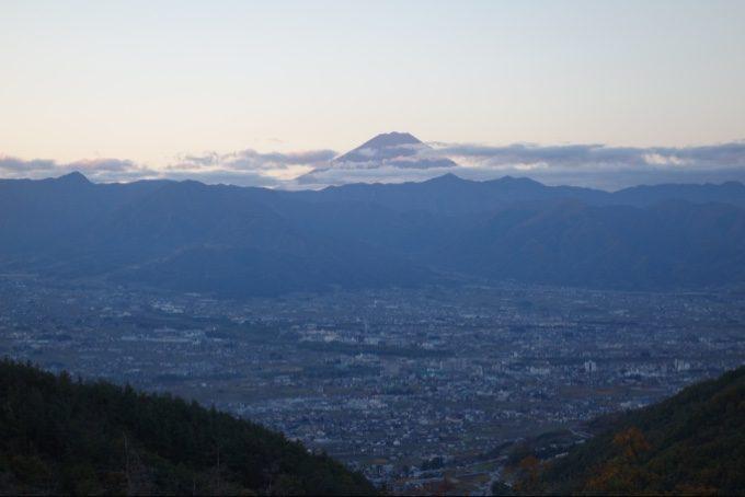 富士山の近くにだけ雲がある